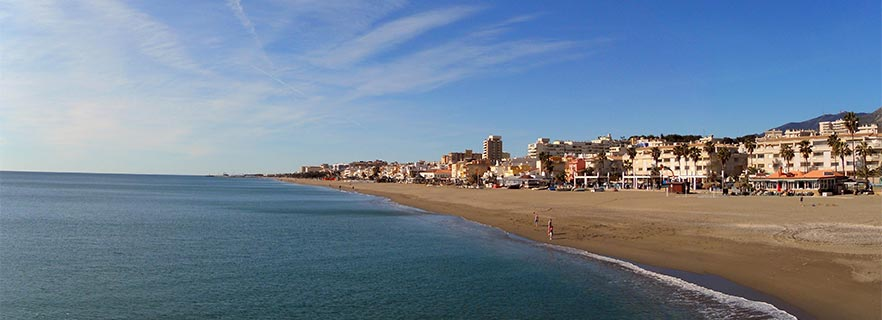 Panoramablick auf den Strand von la Carihuela (Torremolinos)