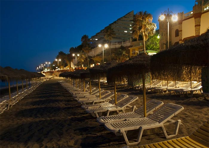 Night photography of the sun loungers of the Beach of Malapesquera (Benalmadena)