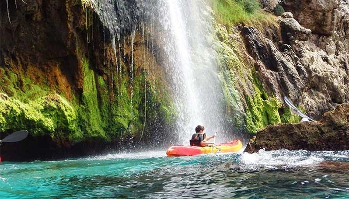 Kayak trip down the waterfalls of the beach of Maro