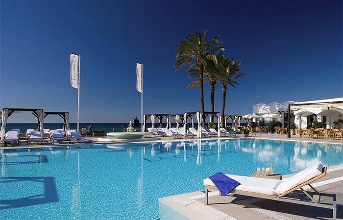 Spielplatz, pool im Beach Club - La Cabane