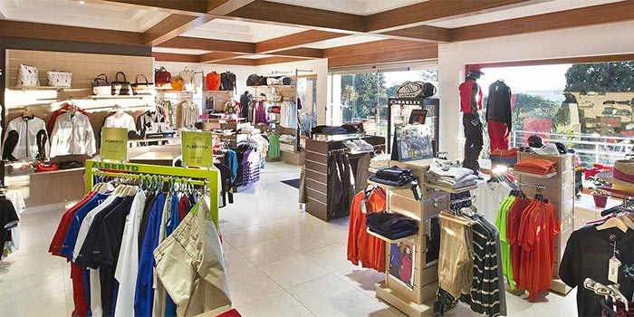 Het Interieur van de golf shop in Aloha Golf Club