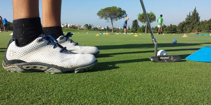 Hitting the ball in a practice shot in the academy of Baviera Golf