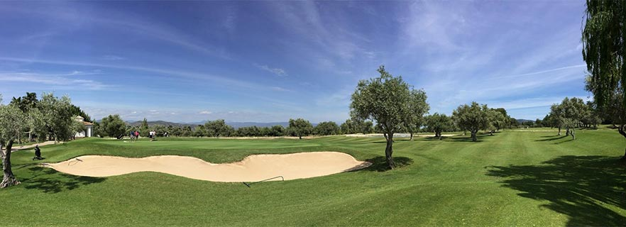 Image panoramique sur le 'Green'de Lauro Golf