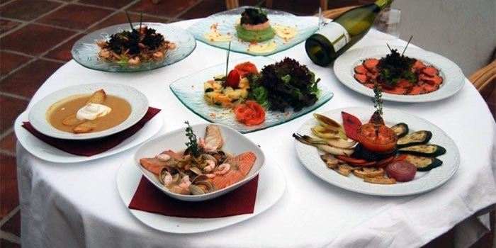 Delicious dishes at the table of Mama Luchia Golf