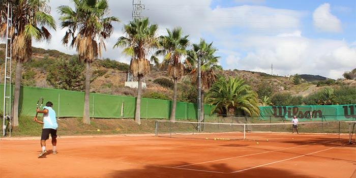 Training on clay court in Marbella Golf Country Club