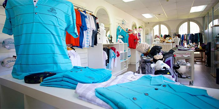 Het Interieur van de golf shop van de Marbella Golf & Country Club