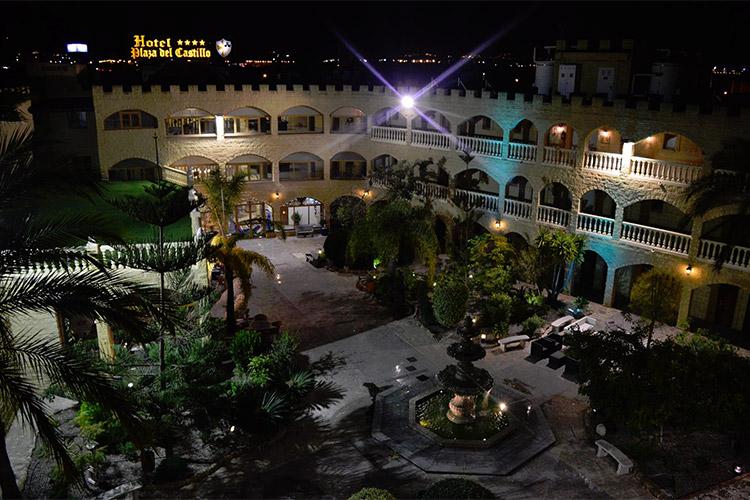 Gården og haven på hotellet
